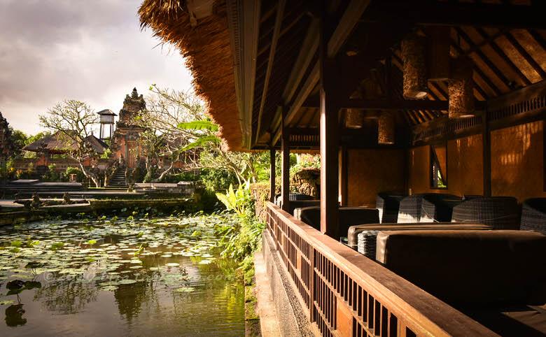 蓮池&バリ寺院の眺めがパラダイス【バリ島ウブド スターバックス】
