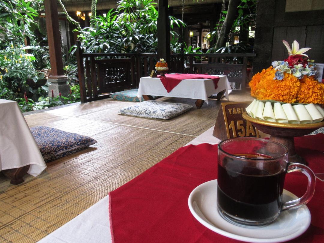 カフェワヤン&ベーカリ  雰囲気が最高のウブド老舗カフェ