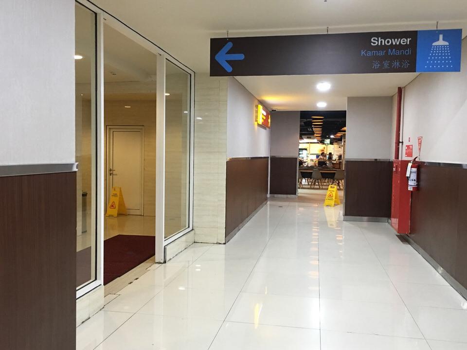 バリ島空港【シャワーが無料で浴びられる秘密の小部屋発見⁉】